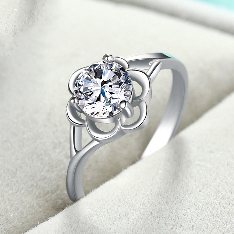 Simple Flower Shape Inlaid Three Claw Round Cubic Zirconia Engagement Ring