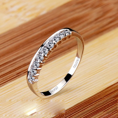 Elegant 9 Brilliant Diamond Inlaid Wedding Ring
