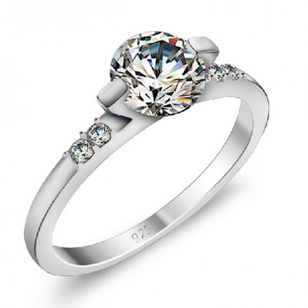 Exquisite 925 Sterling Silver Ring With Big CZ Inlaid