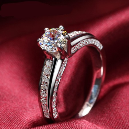 Shiny 925 Sterling Silver Engagement / Wedding Ring With Big Round Artificial Diamond