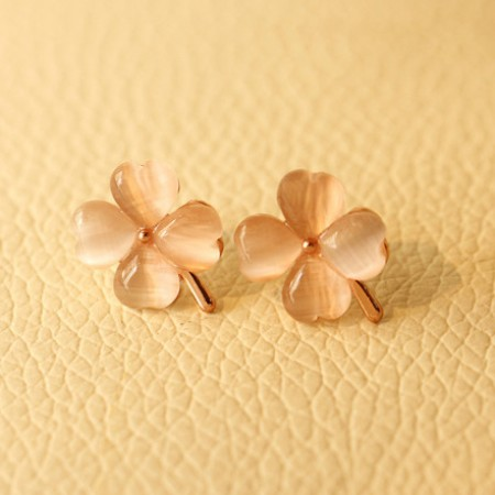 Quality Elegant And Fashionable Moonstone Clover Women's Earrings