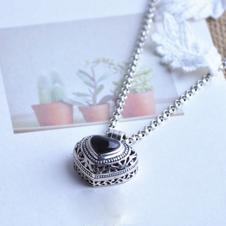 Silver Put Photos Black Onyx Necklace