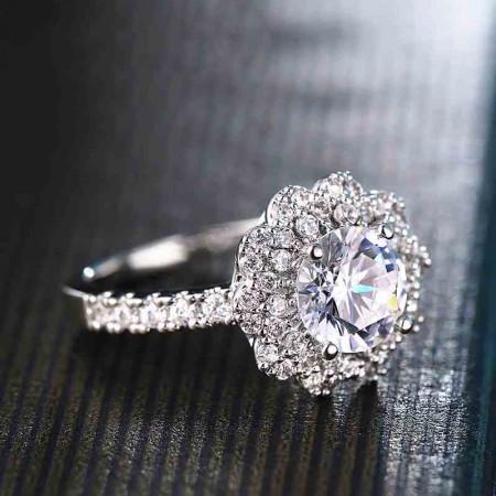 Elegant Luxury Silver Inlaid Shining Cubic Zirconia Engagement Ring