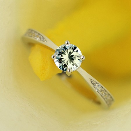 Fashion Style 925 Sterling Silver Inlaid Cubic Zirconia Engagement Ring