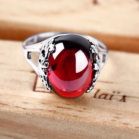 Exaggerated Personality 925 Silver Inlaid Oval Garnet Ring