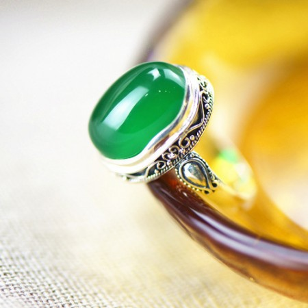 Upscale Noble S925 Silver Inlaid Natural Green Chalcedony Ring