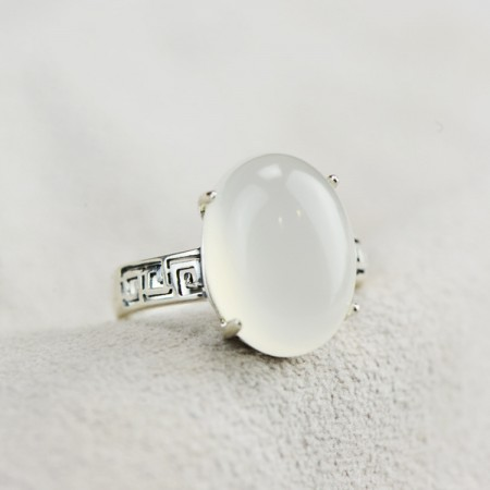 Classic Upscale Atmosphere S925 Silver Inlaid White Chalcedony Ring