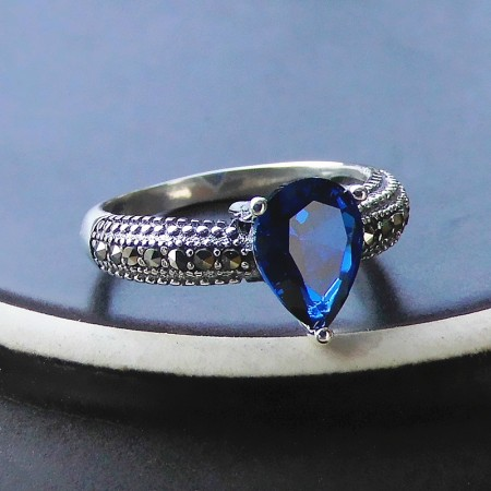 Exquisite Charm Sterling Silver Inlaid Teardrop-Shaped Gem Ring