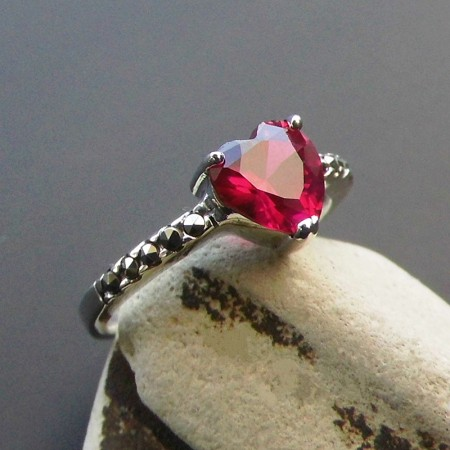 New Fashion 925 Sterling Silver Inlaid Heart-Shaped Gemstone Ring