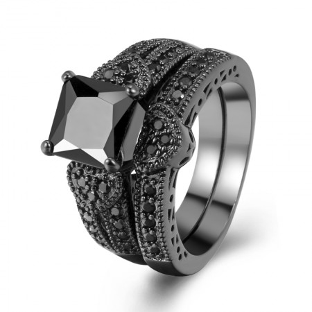 Europe Luxury Hot Sale Black Gold Inlaid Black Cubic Zirconia Heart Shaped Engagement Ring