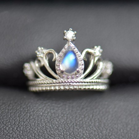 Warm Attractive S925 Silver Inlaid Moonstone Crown Engagement Ring