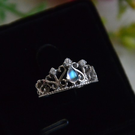 Retro Court Temperament Hollow 925 Sterling Silver Inlaid Moonstone Crown Ring