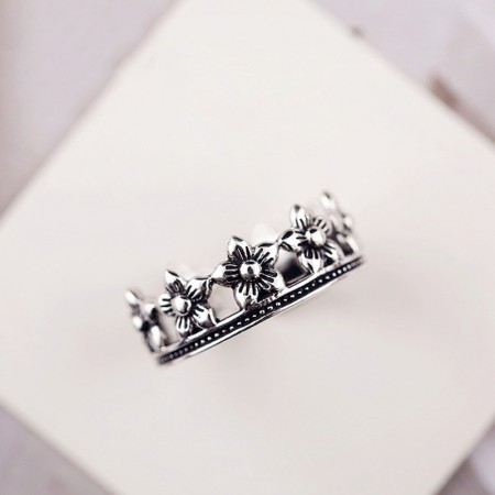 Delicate Process Retro Style Flowers Crown Woman'S Ring