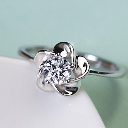Pure Temperament 925 Sterling Silver Elegant Flower-Shaped Engagement Ring