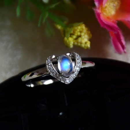 Elegant Noble 925 Sterling Silver Inlaid Natural Moonstone Ring