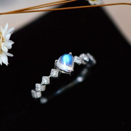 Slim And Exquisite 925 Sterling Silver Inlaid Natural Moonstone Ring
