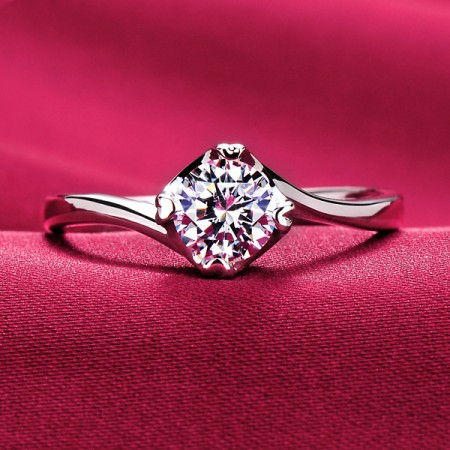 Stylish Luxurious Silver Plated Gold Four Prong Engagement Ring