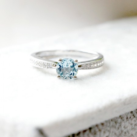 Pure And Elegant 925 Silver Engagement Ring With Natural Sapphire