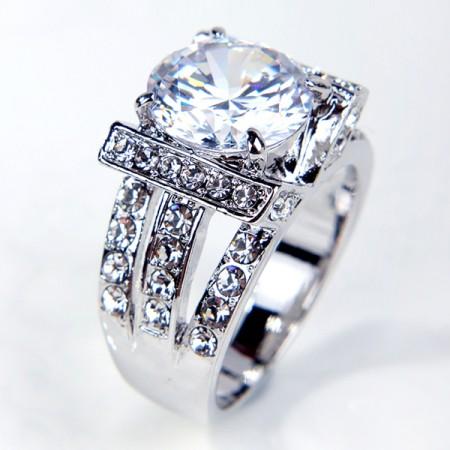 Latest Luxury Engagement Ring With Rhinestone