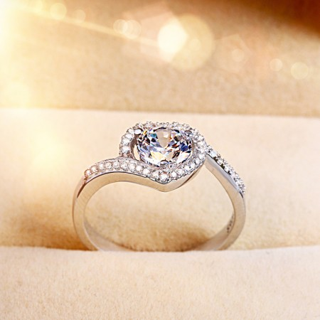 Heart-Shaped S925 Silver Inlaid Beautiful Shine Cubic Zirconia Engagement Ring
